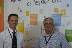 Paul Arnold et Michel Renouleau sur le stand Safer au Carrefour des communes.
